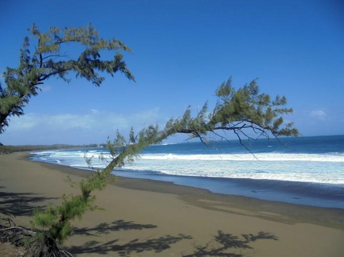Plage de sable noir, L'Etang-salé, Ile de la Réunion
