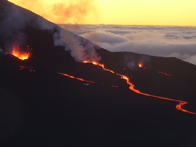 éruption volcanique au piton de la fournaise, ile de la réunion, 2018