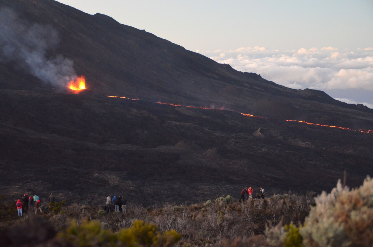 éruption volcanique au piton de la fournaise, ile de la réunion
