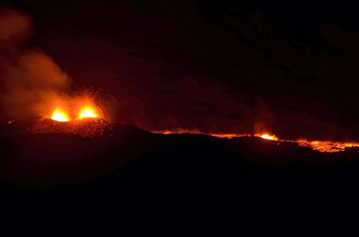 éruption du piton de la fournaise à l'ile de la Réunion