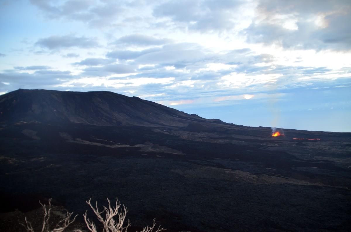 Le Piton de la fournaise en éruption, Piton de bert, Ile de la Réunion