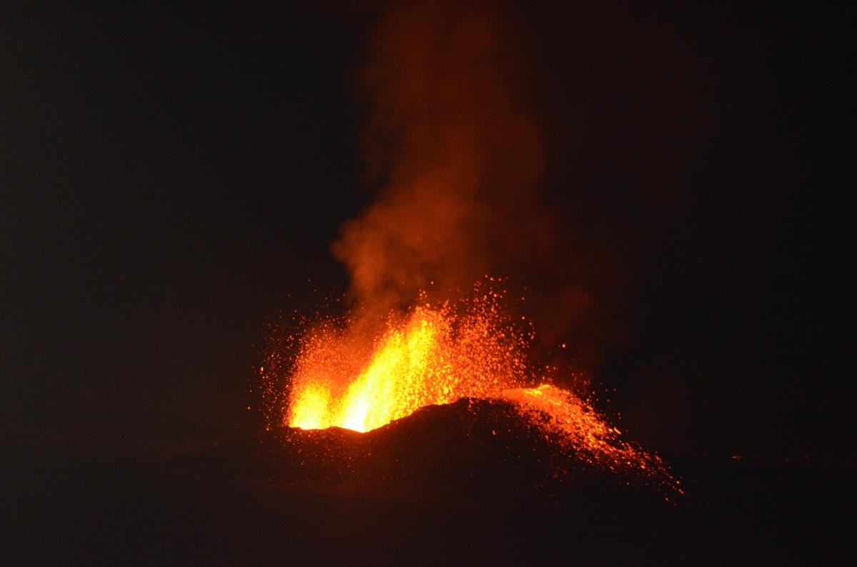 Volcan en éruption, île de la réunion,