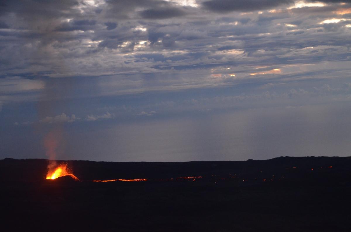 Volcan en éruption à l'île de la réunion