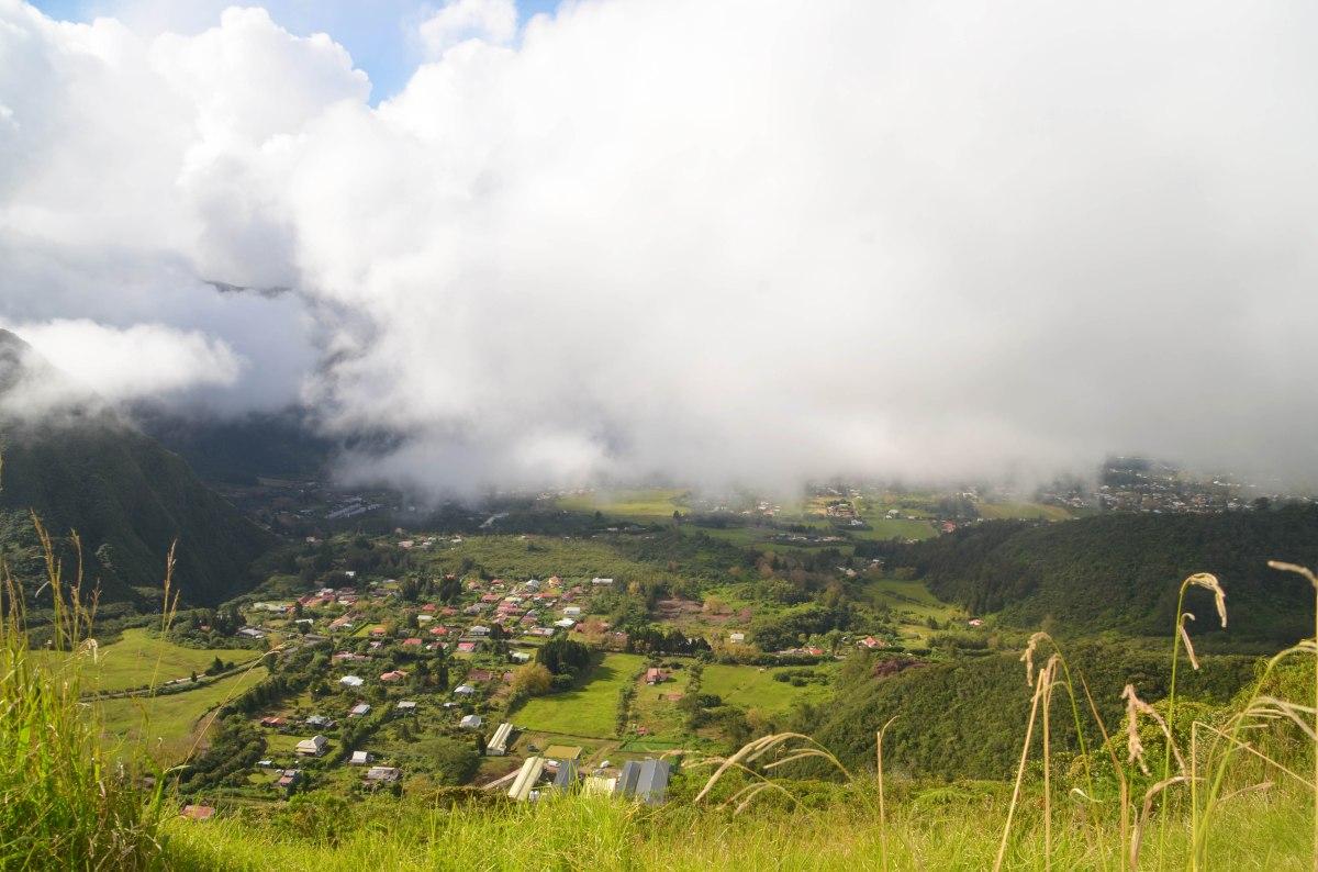 Village de la Plaine des palmistes sous le brouillard, Réunion
