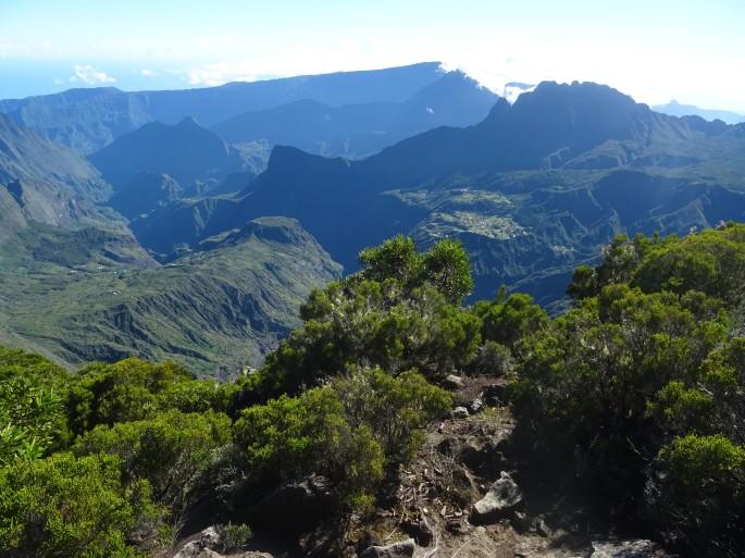 Randonnée Ile de la Réunion Grand Bénare depuis le Maido vue sur le cirque de Mafate à voir à faire à visiter