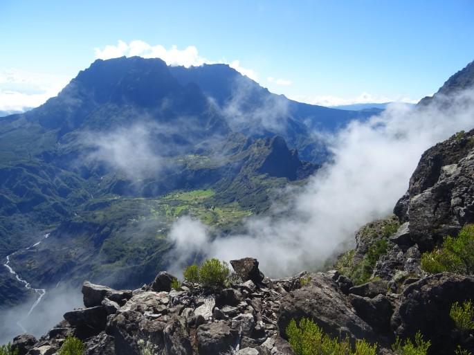 Randonnée Ile de la Réunion Grand Bénare depuis le Maido vue sur le cirque de Mafate à
