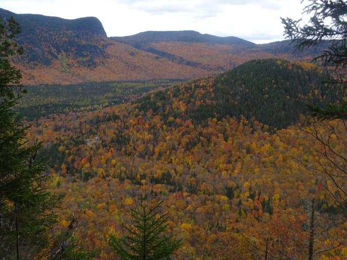 Randonnée d'automne pour voir les couleurs au Québec : Vallée Bras du Nord, Canada