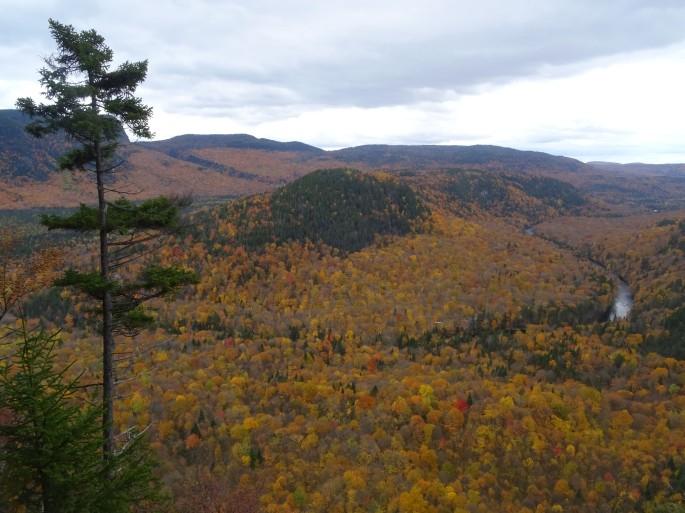 Randonnée d'automne pour voir les couleurs au Québec, Canada : Vallée Bras du Nord