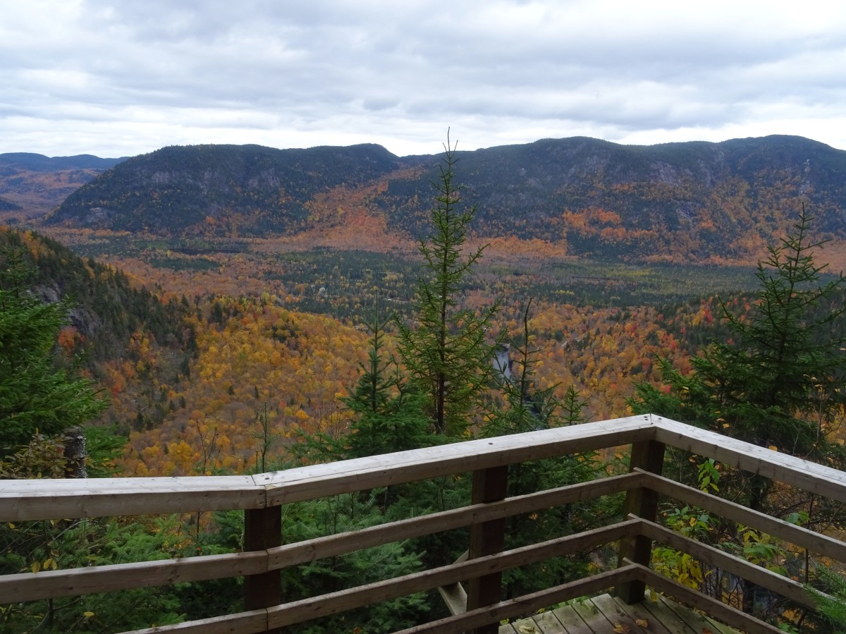 Activité d'automne à Québec : Randonnée à la Vallée bras du Nord. Belvédère de la Yourte