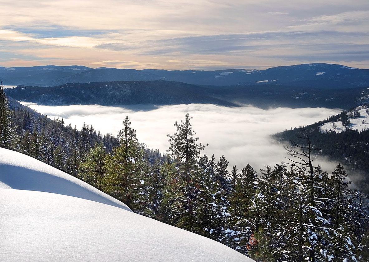 Randonnée raquette Kelowna Telemark panorama ridge trail, Okanagan valley hiver Canada