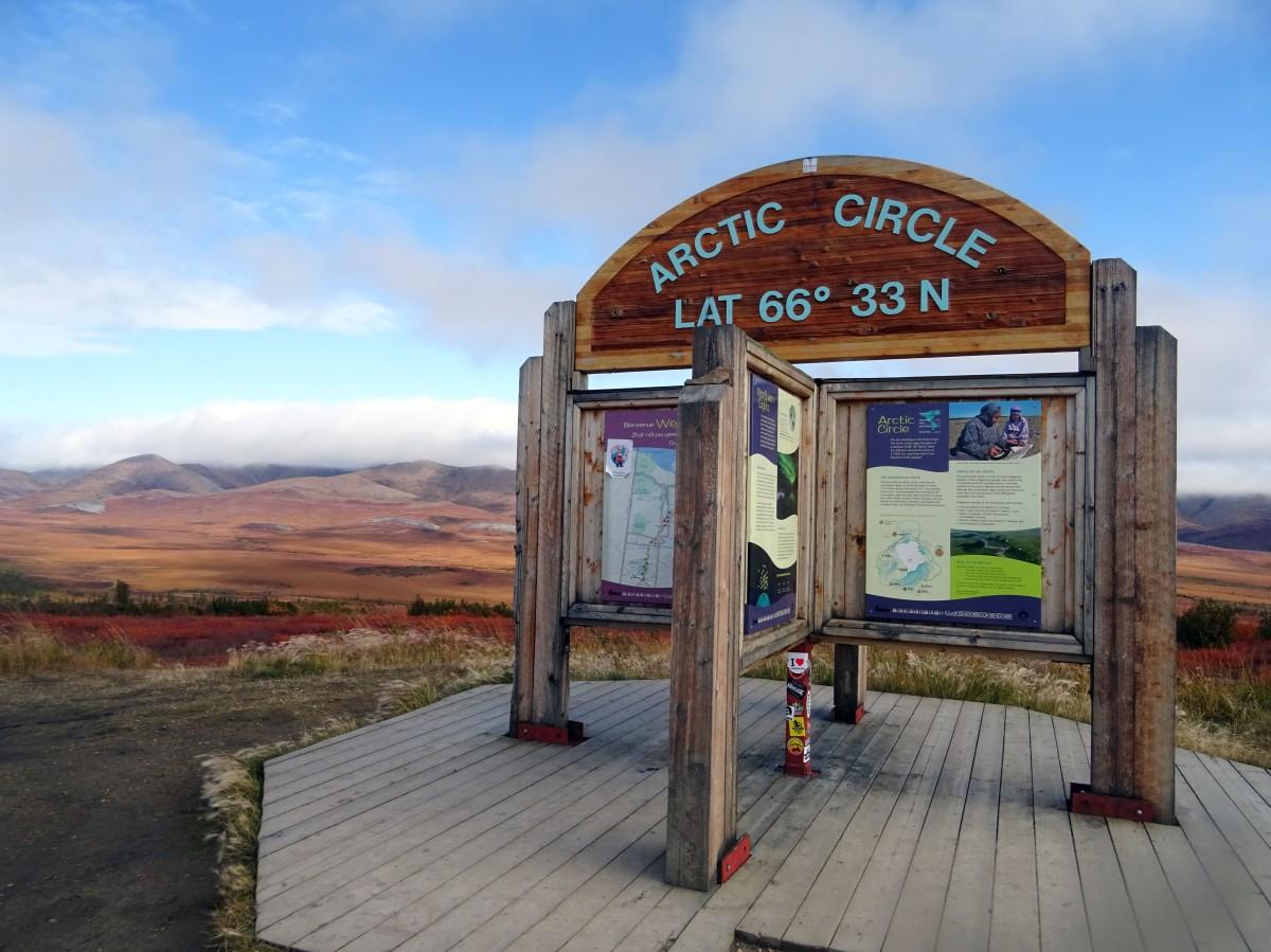 Panneau du cercle arctique, dempster highway,