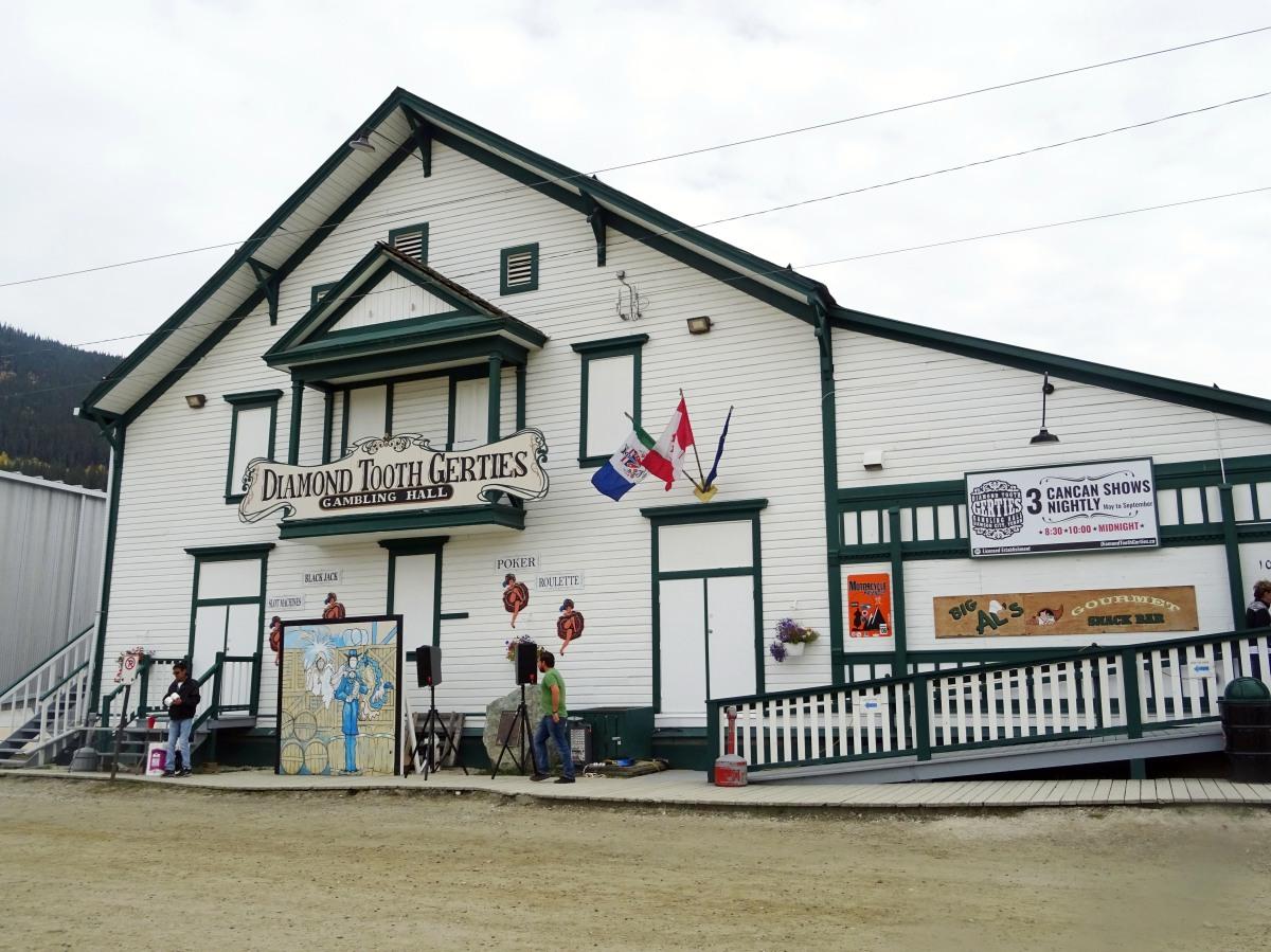 Cancan à Dawson city, Yukon