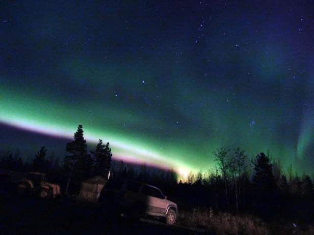 Observation d'aurores boréales à Whitehorse, Yukon, Canada