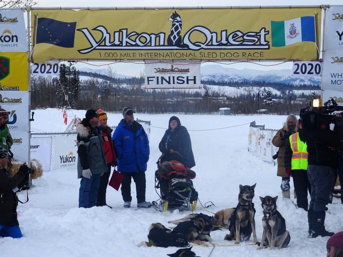 Yukon Quest 2020 ligne d'arrivée Canada