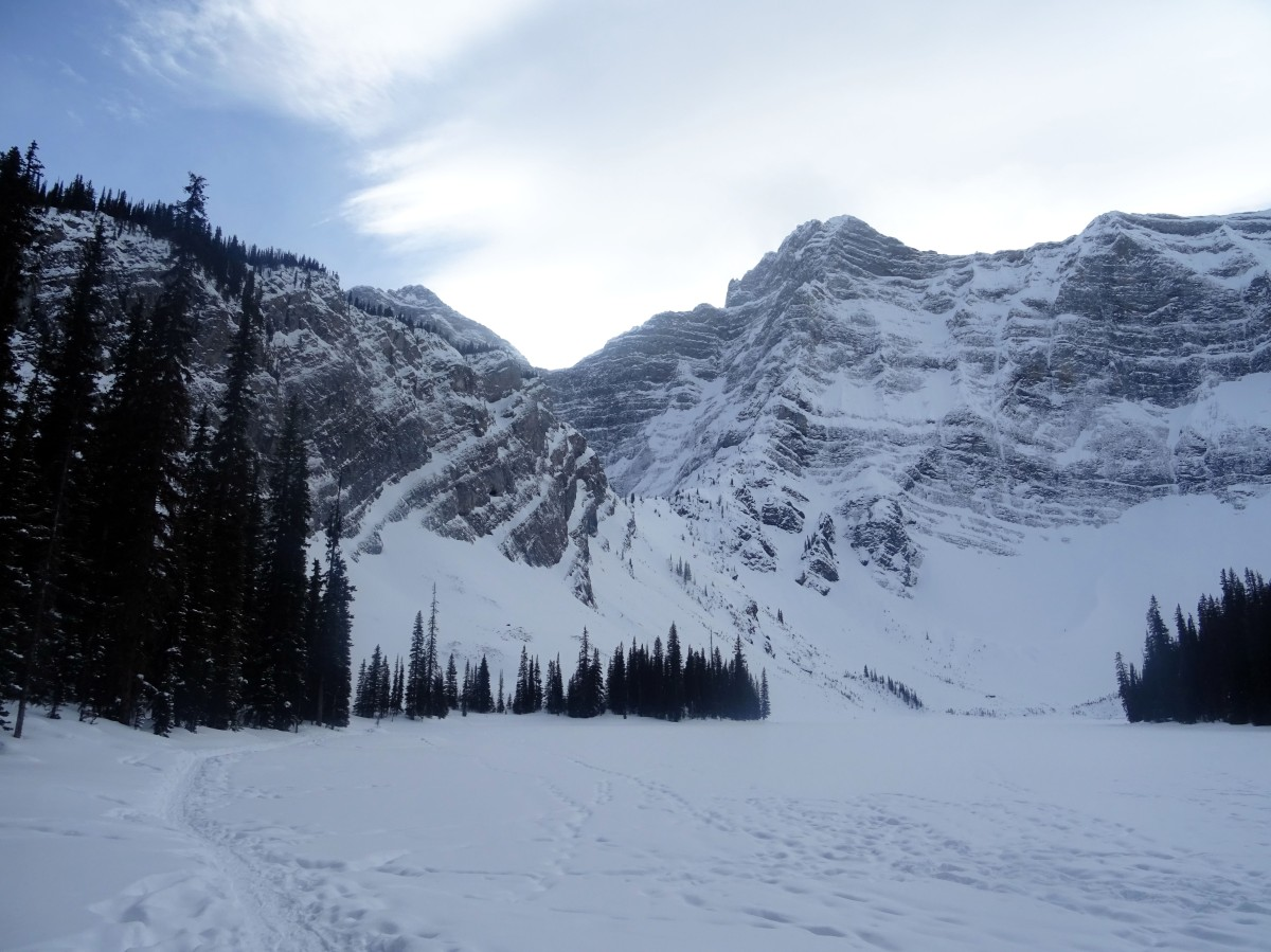 Randonnée d'hiver à Rawson lake, Kananaskis, Alberta, Canada