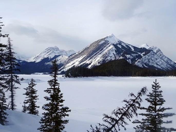 Randonnée au Upper kananaskis lake en hiver, Alberta, Canda