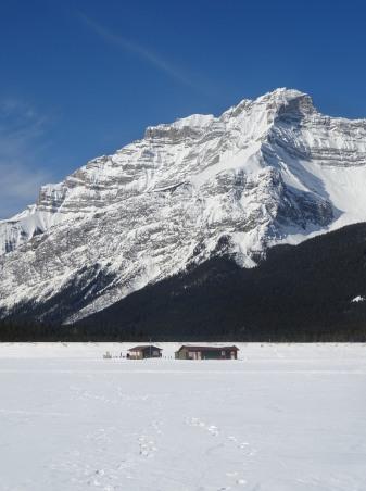 Lac Minnewanka en hiver, Parc national de Banff, Alberta